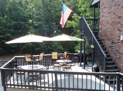 Bella Paradiso Vacation Rentals - Eureka Springs, AR 72632