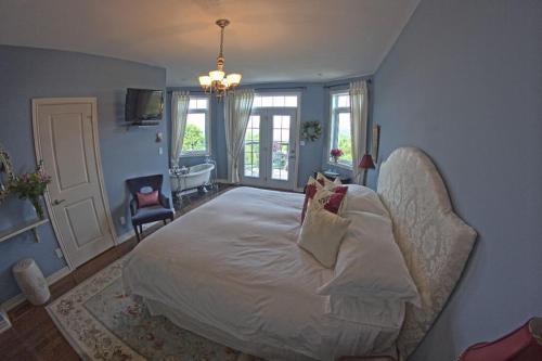 Benaaron Guest House - Bancroft, ON K0L 1C0