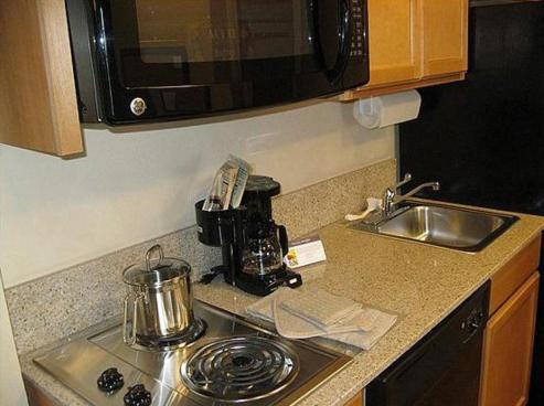 Candlewood Suites Olathe - Olathe, KS 66062