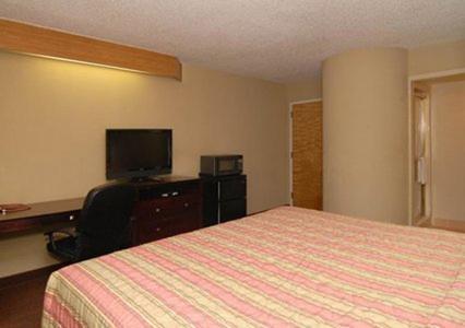 Econo Lodge Inn & Suites Richardson - Richardson, TX 75080