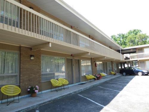 Parkway Motel Photo