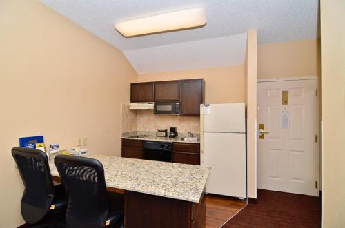 MainStay Suites Alcoa Photo