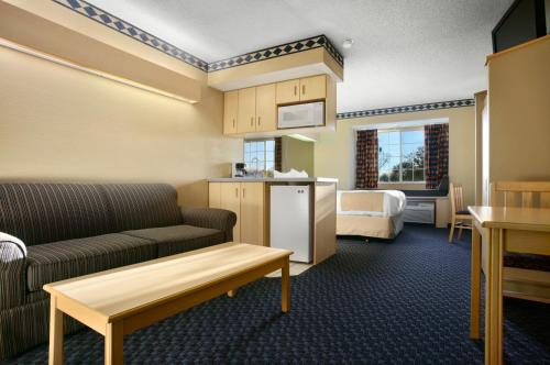 Microtel Inn and Suites Independence Photo