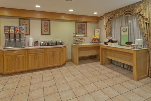 Country Inn & Suites by Radisson, Holland, MI Photo