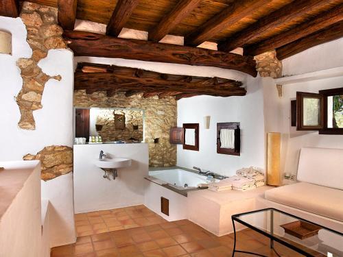 Superior Double Room Agroturismo Ca n'Escandell 15
