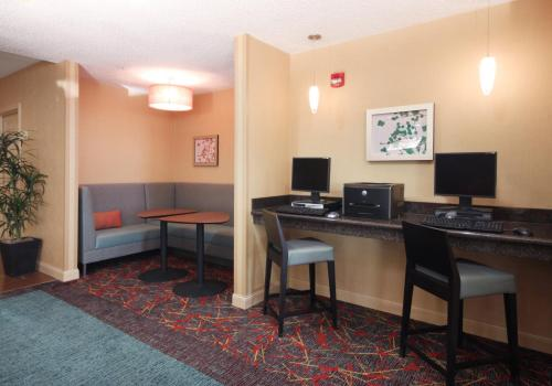 Residence Inn Houston Intercontinental Airport at Greenspoint photo 4