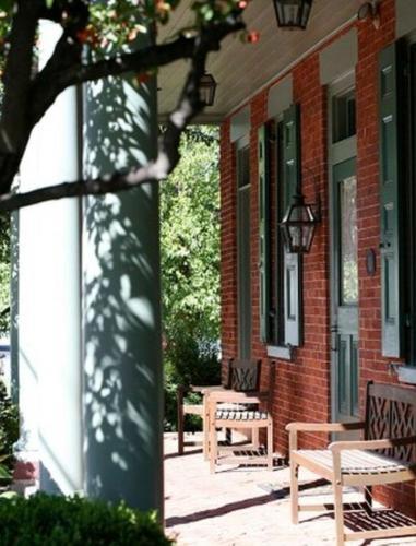 Bird-in-hand Village Inn & Suites - Bird in Hand, PA 17505