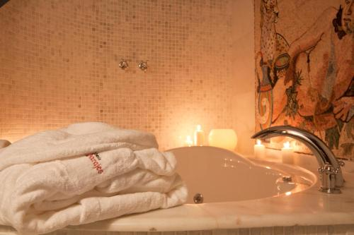 Double Room with Spa Bath Hospederia de los Parajes 21