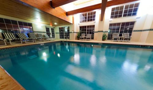 Country Inn & Suites by Radisson, Port Washington, WI Photo