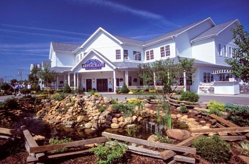 Blue Gate Garden Inn Hotel Shipshewana
