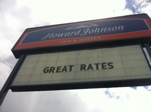 Howard Johnson Inn and Suites Tacoma Photo