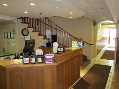 Reynolds Hotel - Lillooet, BC V0K 1V0