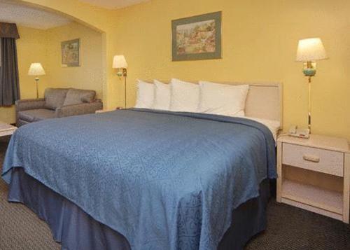 Quality Inn & Suites Grand Prairie Photo