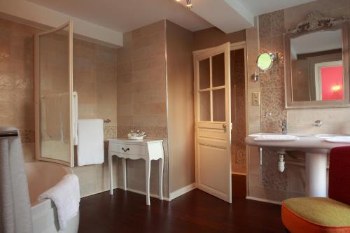 Rue de l'atelier, 08350 Donchery, France.