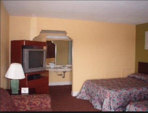 Americas Best Value Inn Huntsville Photo