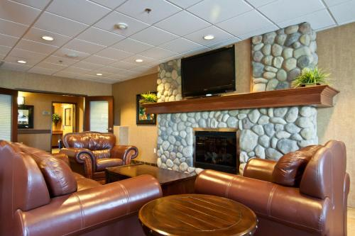 Days Inn and Suites Strathmore