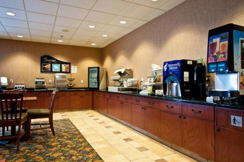 Days Inn and Suites Strathmore Photo