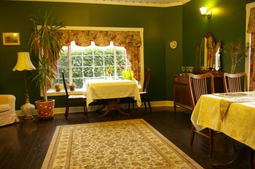 Holmesdale House Bed And Breakfast - Duncan, BC V9L 5H1