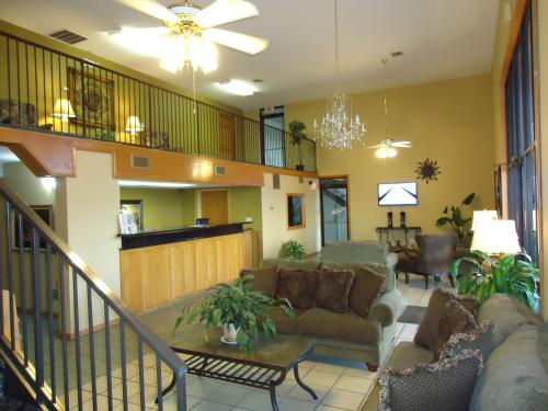 Americas Best Value Inn Roland Photo