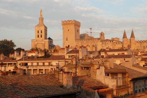 12 place Crillon, Avignon, 84000, France.