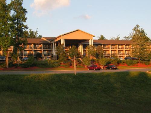 Lake Chatuge Lodge - Hiawassee, GA 30546