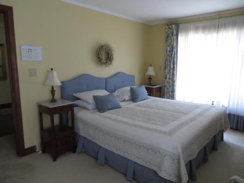 Cedar Gables Bed & Breakfast - Niagara On The Lake, ON L0S 1J0
