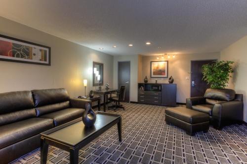 Comfort Suites Airport Nashville Photo