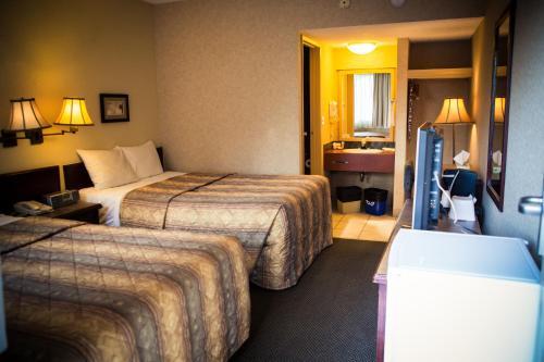 Langley Hwy Hotel Photo