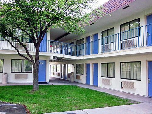 Motel 6 Del Rio Photo