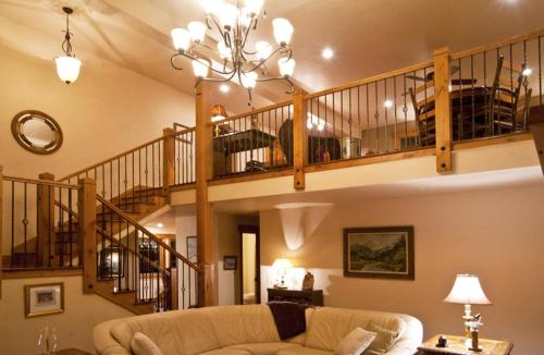Chalet Val Disere Bed And Breakfast - Steamboat Springs, CO 80487