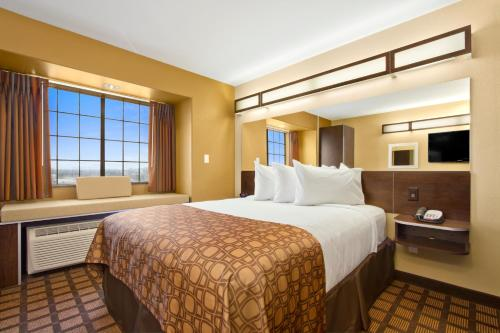 Microtel Inn & Suites by Wyndham Round Rock Photo