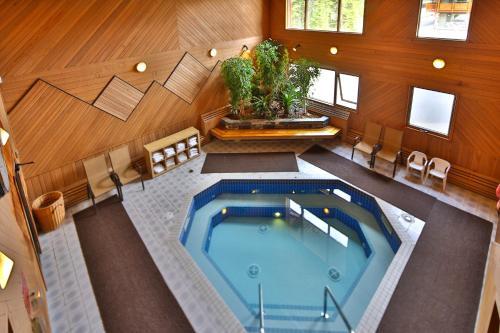 Mountaineer Lodge Photo