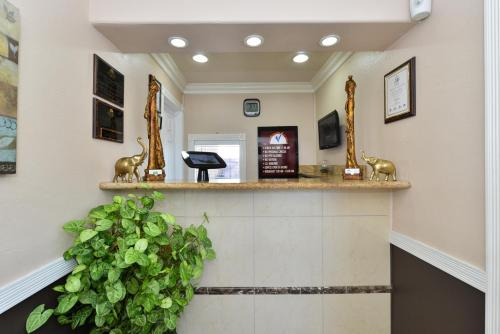 Americas Best Value Inn & Suites - San Francisco Airport - South San Francisco, CA 94080
