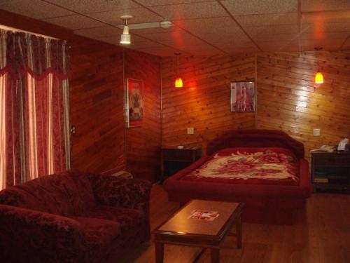 Motor Court Motel - London, ON N5W 3G3