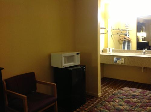 Econo Lodge Houston Brookhollow photo 2