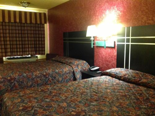 Econo Lodge Houston Brookhollow photo 12
