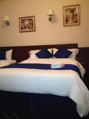 Avon Hotel photo 42