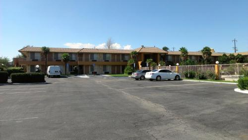 Knights Inn Palmdale Photo