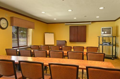 Baymont Inn & Suites - Champaign Photo