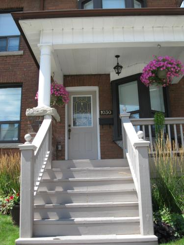 Rose Garden Bed And Breakfast - Toronto, ON M5R 3G7
