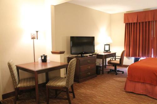 Auburn Place Hotel & Suites Paducah Photo