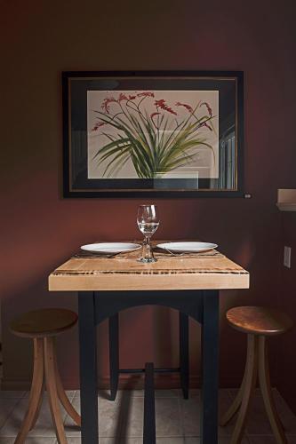 A Boutique Artful Suite - Nanaimo, BC V9T 1E8