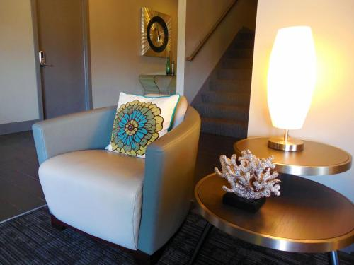 Eastland Suites Extended Stay Hotel & Conference Center Photo