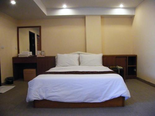 Grandleo Singburi Hotel