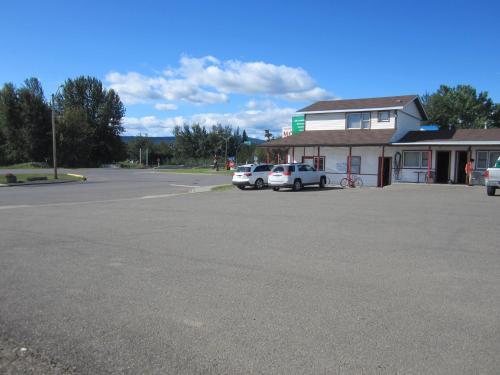 Chetwynd Court Motel - Chetwynd, BC V0C 1J0