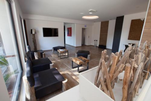 34, Avenue du Roussillon, 66140 Canet en Roussillon, France.