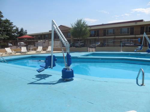 Travelstar Inn & Suites - Colorado Springs, CO 80905
