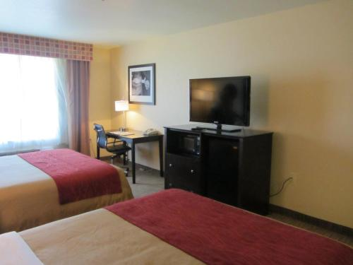 Comfort Inn and Suites Medical West Photo