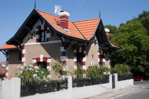 20 Avenue Victor Hugo, 33120 Arcachon, France.