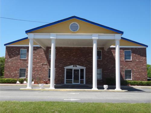 Claxton Inn - Claxton, GA 30417